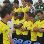 """เก็บตกบรรยากาศ การถ่ายภาพหมู่ """"ขอนแก่น เอฟซี 2012"""" KHONKAEN FC 2012 TEAM"""