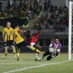"""Match Reviews : ยามาฮ่า ลีก วัน 2013 นัดที่ 32 ขอนแก่น เอฟซี 3-2 นครปฐม ยูไนเต็ด """"มาตี้เบิ้ล ชนะแบบหวาดเสียว ยังไม่รอด 100% ลุ้นต่อไป"""""""