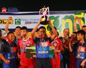 ทีมโรงเรียนพระหฤทัยคอนแวนต์ A และทีมโตโยต้าแก่นนคร คิกออฟ อะคาเดมี่ คว้าแชมป์การแข่งขันฟุตบอล ช.ทวี จูเนียร์ คัพ ครั้งที่ 5 ประจำปี 2558
