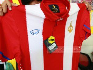 รีวิว แกะกล่องเสื้อฟุตบอลทีมชาติไทย ๑๐๐ ปี เวอร์ชั่นแกรนด์สปอร์ต ปฐมบททีมชาติแห่งสยาม ที่ได้สัมผัส โดย ขอนแก่นสู้สู้ แมกกาซีน