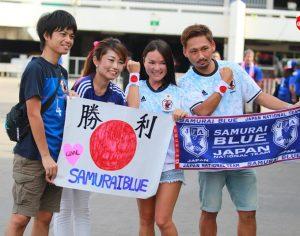 สีสันก่อนเกมส์ ภาพแฟนบอลทั้งชาวไทยและชาวญี่ปุ่น ก่อนการแข่งฟุตบอลโลก 2018 รอบคัดเลือก