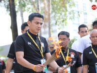 ภาพบรรยากาศนักเตะทีมชาติไทย ไหว้สักการะศาลฯ หน้าสนามราชมังฯ