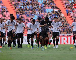 ภาพบรรยากาศนักเตะทีมชาติไทย ลงทำการวอร์ม อบอุ่นร่างกาย ลงทำศึกฟุตบอลโลกกับซาอุ